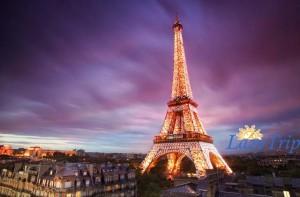 Эйфелева башня в Париже ночью