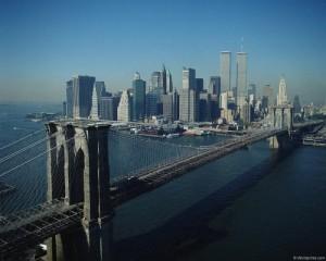 Бруклинский мост ведущий в Нью-Йорк