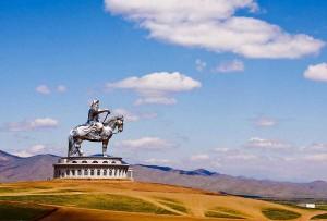 Статуя Чингисхана на коне в Монголии