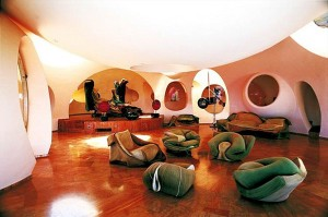 Внутри дворца пузырей в Каннах