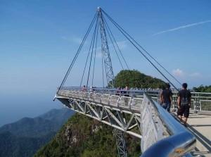 Экзотический небесный мост в Малазии
